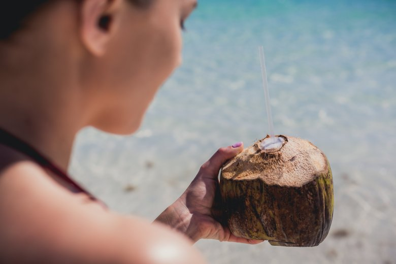 vacation-holiday-coconut-drink_4460x4460